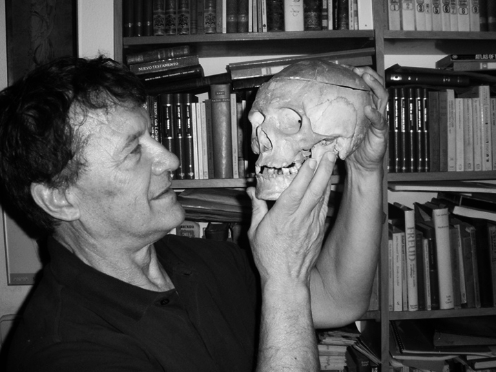 """Vicente Muñoz Puelles: """"A España le falta tradición erótica"""""""