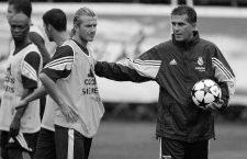 David Beckham (li.) bekommt von Trainer Carlos Queiroz (beide Real Madrid) während des Trainings Anweisungen