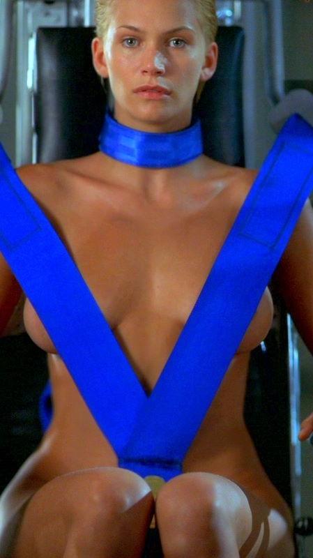 Natasha Henstridge escena de sexo en Bela Donna -