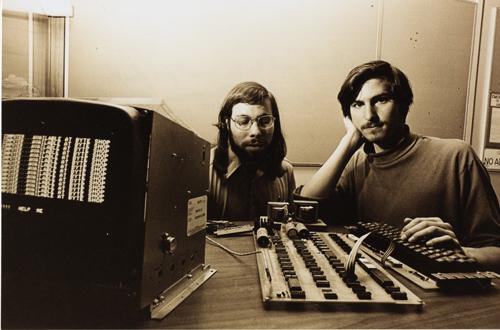 apple.steve wozniak and steve jobs with apple I.1976.102665473.lg