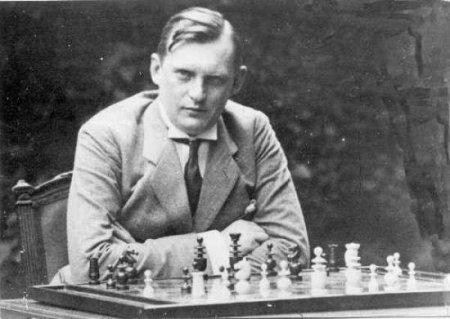 Alekhine ante el tablero