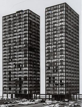 Fotografía de los edificios desde el aparcamiento