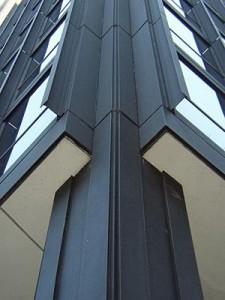 fotografía del edificio Seagram con la resolución en muro cortina real