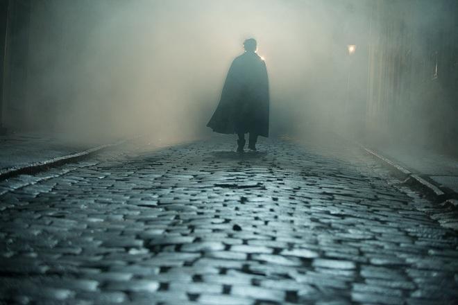 """Fotograma de uno de los cuentos de Poe llevado al cine por James Mc Teigue """"The raven"""""""