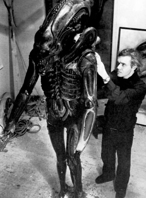 http://www.jotdown.es/wp-content/uploads/2012/04/Giger-trabajando-en-Alien.jpg