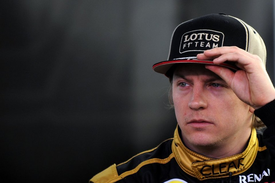 Kimi Räikkönen riendo a mandíbula batiente