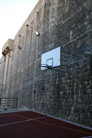 Canasta y muralla