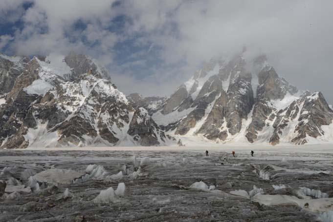 Encordados en el glaciar de Biafo Comp