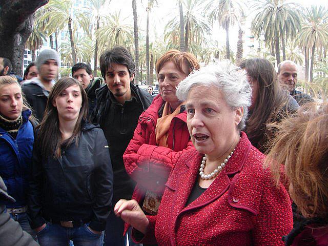 Recorrido de turismo antimafia con Rita Borsellino hermana del asesinado juez Borsellino y eurodiputada. El joven de la barba es Edoardo Zaffuto que habla en el reportaje