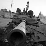 Jugando entre los tanques de Bashar