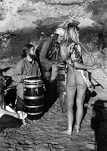 hippies en la playa