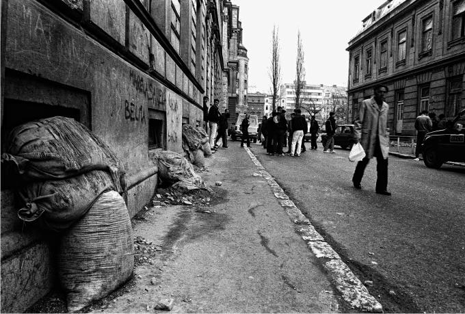 Calle céntrica de Sarajevo tres meses después del Tratado de Dayton Fotografía de Nico Polato