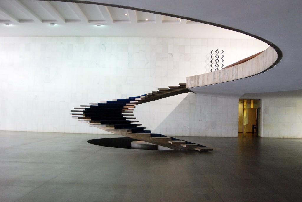 Escalera principal. Palacio Itamaraty Brasilia 1957 1960. Horacio Fernández ddel Castillo