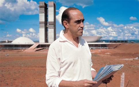 Niemeyer frente al Congreso en Construccion
