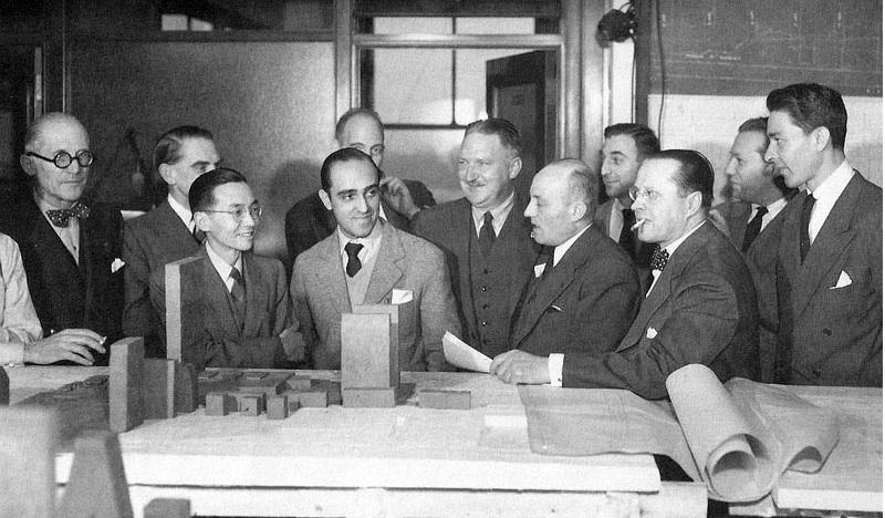 Niemeyer gana por uninimidad. ONU. 1947 el de la izquierda con gafas es le Corbusier
