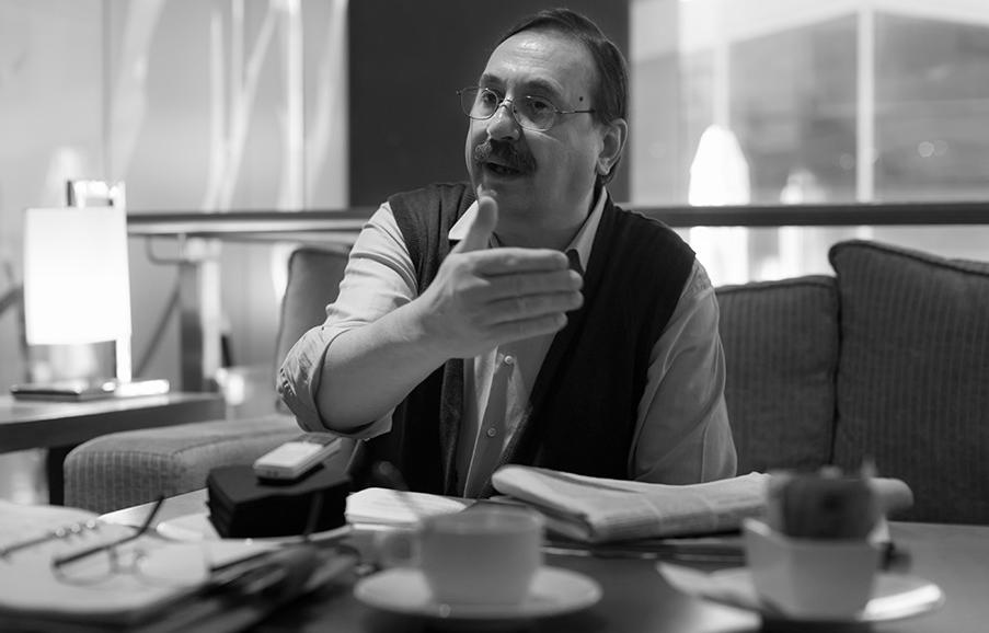 """Victorino Ruiz de Azúa: """"Juan Luis Cebrián se ha convertido en el símbolo del capitalismo de rapiña que se ejerce en este país"""""""