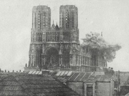 La Catedral de Reims bombardeada durante la Primera Guerra Mundial