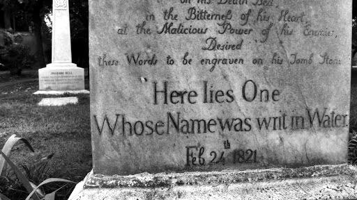 tumba John Keats