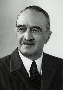 Anastas Mikoyan ayudó a Kruschev a reflexionar sobre sus órdenes iniciales de desafiar el bloqueo a toda costa.