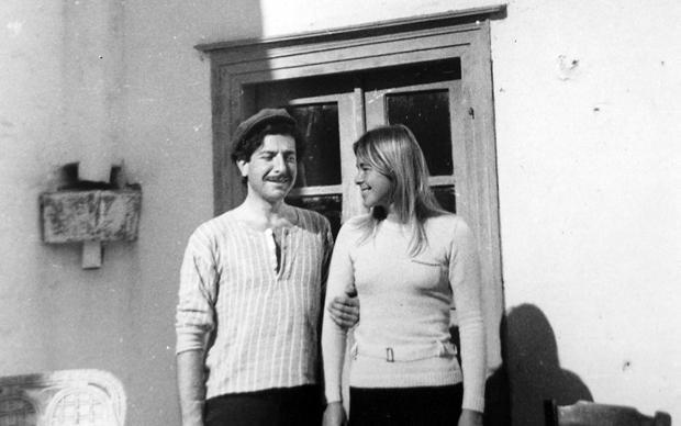 Cohen con Marianne en su refugio horaciano de Hydra