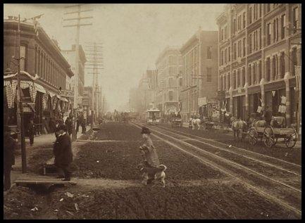 Al final de esta calle, a la izquierda, está el Tivoli Club: saloon, casa de putas y cuartel general de Soapy.
