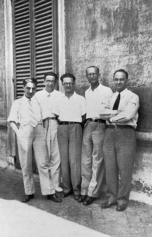 """Fermi con sus estudiantes, """"gli ragazzi da Via Panisterna"""". Oscar D'Agostino, Emilio Segrè, Edoardo Amaldi y Franco Rasetti."""