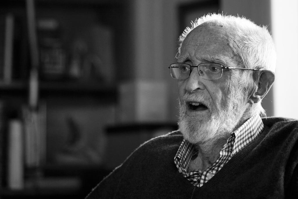 José Luis Sampedro: «Lo que domina a la gente es el miedo, y se trata de que el miedo cambie de bando»