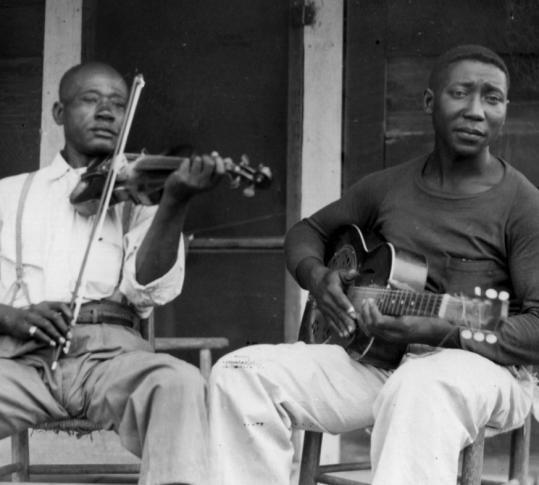 Muddy Waters creció entre campos de algodón y no entendió que podía ser profesional de la música hasta no escucharse grabado en cinta.
