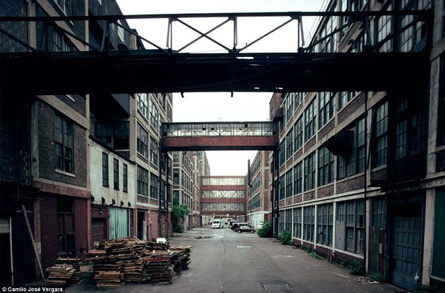 La fábrica Packard, una de las más tremebundas ruinas industriales del planeta. (Daily Mail)