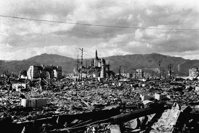 Así queda una ciudad tras la explosión de una única bomba no mayor que un utilitario.