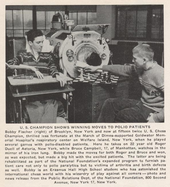 Recorte de la época que muestra al joven Fischer jugando con pacientes de polio.
