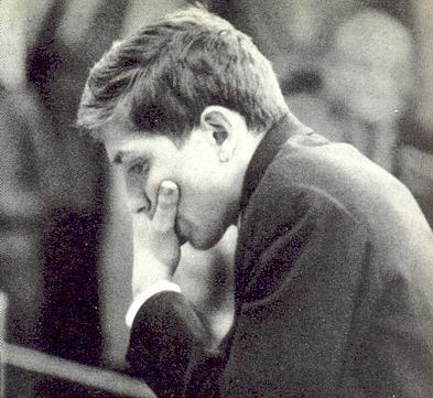 A los diecinueve años, Fischer escribió un artículo que obligó a cambiar el formato del campeonato mundial.