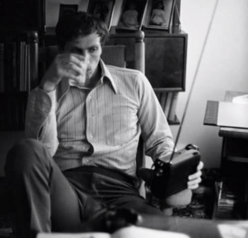 Escuchando la radio: el joven Fischer era de costumbres sencillas.