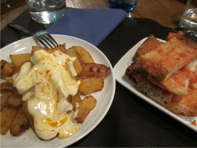Barravas bravas y pan tomate