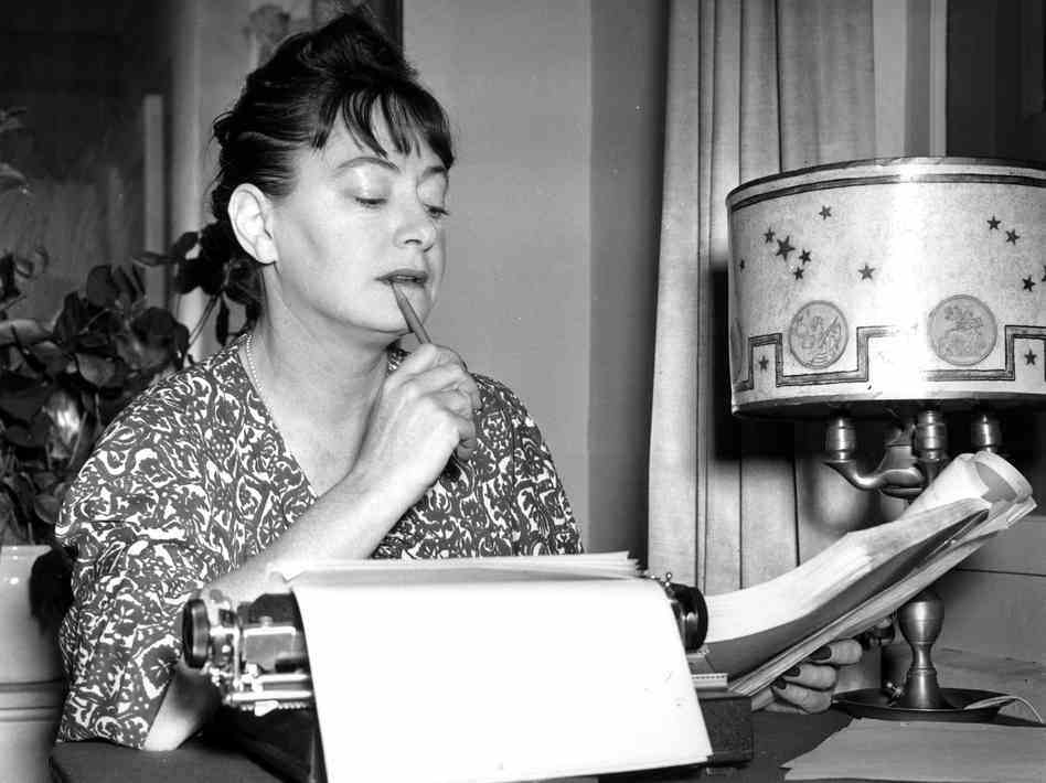 Dorothy Parker, rompeolas literario en las revistas femeninas