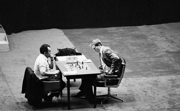 El durísimo Petrosian acudió muy preparado a su duelo con Fischer, pero ni eso lo salvó de sufrir una soberana paliza.
