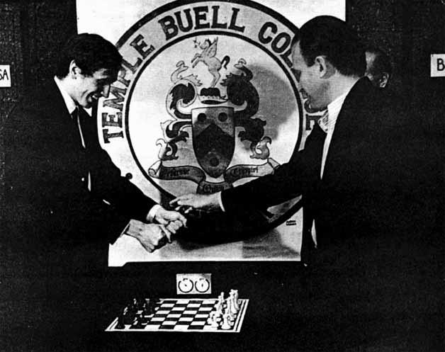 Fischer y Larsen en el sorteo inicial de la eliminatoria.