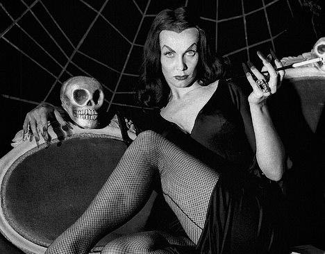 Vampira y el fantasma de James Dean: un amor de ultratumba