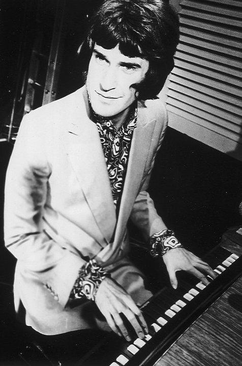 Ray Davies piano (raydavies.info)