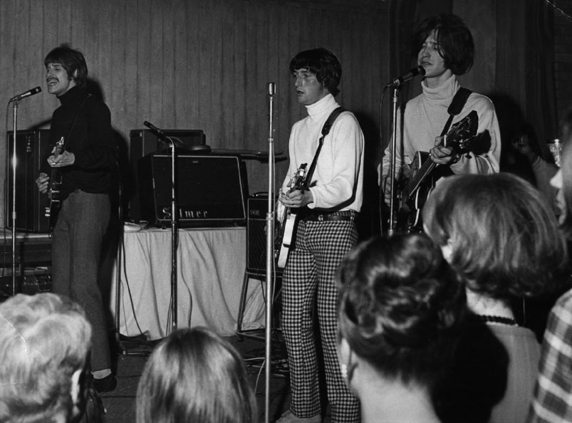 The Kinks early gig (DaveDavies.com)