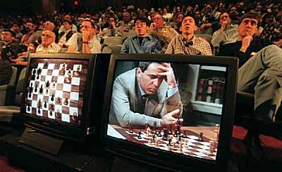 Las agónicas luchas entre Kasparov y Deep Blue, uno de los fragmentos más inolvidables del libro.