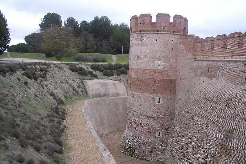 Foso del castillo de La Mota, en Medina del Campo