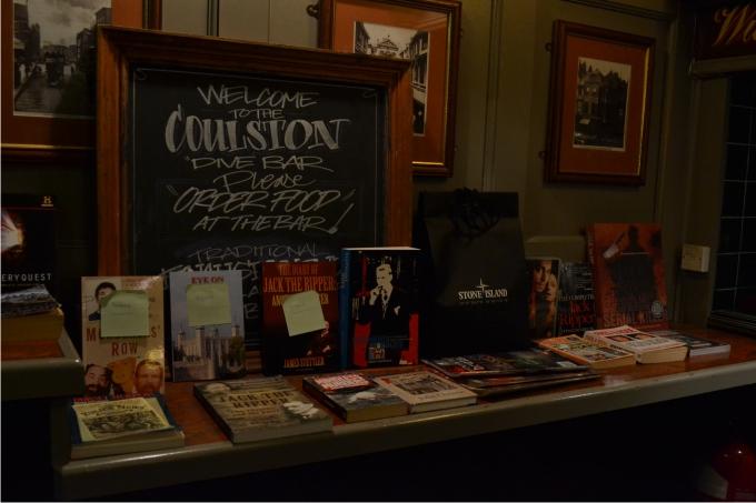 3. Selección de libros y películas que vende y sortea la asociación en cada reunión.