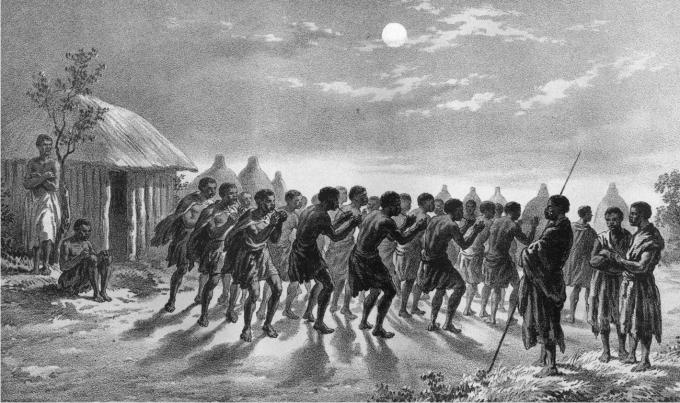 Bechuana danzando a la luz de la luna.