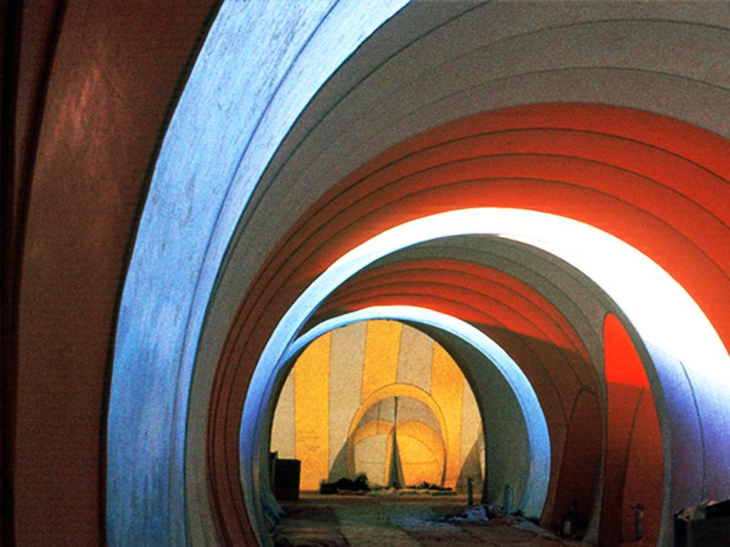 El PVC es cobertura y cerramiento. La estructura es el aire.