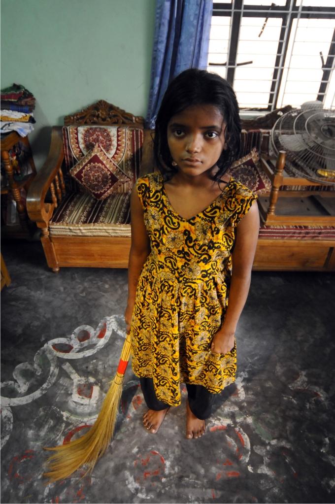 Las niñas que trabajan como sirvientas están especialmente expuestas a todo tipo de abusos.