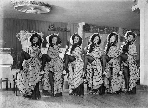 Bailarinas de cabaret La Buena Sombra - Casas i Galobardes