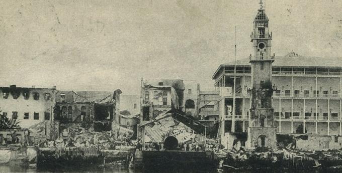 Fotografía de la época mostrando algunos de lso destrozos causados por los buques británicos.