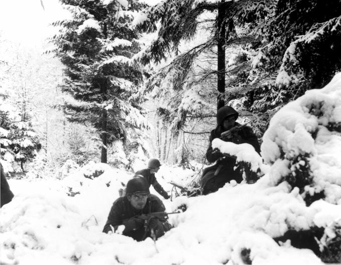11. Batalla de las Ardenas, último esfuerzo militar de la Alemania Nazi. Invierno 1944-45. Biblioteca del Congreso