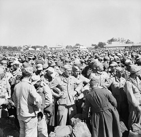 Prisioneros de Guerra Italianos y Alemanes en Gromalia, después de la caída de Túnez. 1943. Autor desconocido.